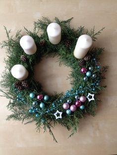 Adventní věnec 2014 Christmas Centerpieces, Advent, Christmas Wreaths, Holidays, Holiday Decor, Ideas, Home Decor, Flowers, Paper