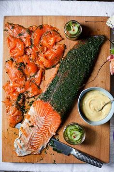 Ballyvolane Gravadlax with Cucumber Pickle and Dill Mustard Mayonnaise (for your Seafood Bar) Salmon Recipes, Seafood Recipes, Cooking Recipes, Cooking Ideas, Veggie Recipes, Healthy Recipes, Dinner Party Starters, Scandinavian Food, Eat Seasonal