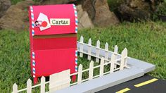 Tu propio buzón de cartón!! /DIY/ Guarda todo dentro y fácil de hacer. http://www.craftingeek.me/2013/10/buzon-carton-diy-mailbox-san-valentin.html