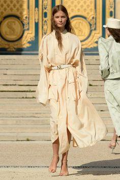 Nina Ricci Spring 2018 Ready-to-Wear Collection Photos - Vogue