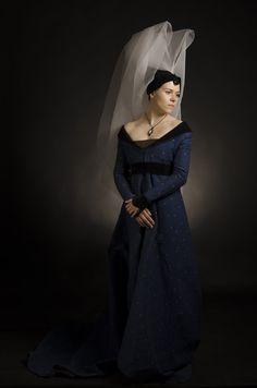 c Burgundian dress Medieval Costume, Medieval Dress, Medieval Clothing, Medieval Fair, Renaissance Mode, Renaissance Fashion, Historical Costume, Historical Clothing, 15th Century Fashion