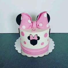Baby Minnie Mouse Cake, Minnie Mouse Cake Design, Mini Mouse Birthday Cake, Minnie Mouse Birthday Decorations, Birthday Party Desserts, Baby Birthday Cakes, Minnie Birthday, Birthday Cake Decorating, 2nd Birthday