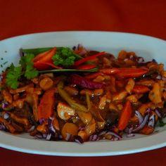 Egy finom Ázsiai szilvás sertéscsíkok ebédre vagy vacsorára? Ázsiai szilvás… Chicken Stir Fry, Kung Pao Chicken, Tempura, Thai Recipes, Wok, Grilling, Food And Drink, Chinese, Beef