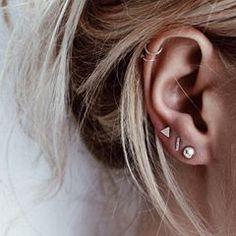 Combine vários brincos na orelha, fica muito descolado! Você tem piercing?