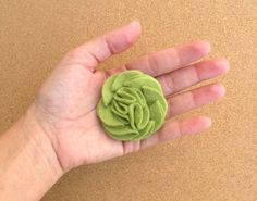 Easy lovely flower ~ DIY felt rosette hair clip by Mayi Carles - heartmadeblog