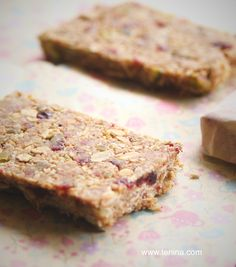 Quickie Raw Muesli Bars - Cooking with Tenina Desert Recipes, Raw Food Recipes, Snack Recipes, Cooking Recipes, Snacks, Bar Recipes, Homemade Muesli Bars, Muesli Recipe, Bellini Recipe