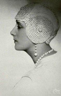 Comtesse de Wangen in Millinery Le Monnier Cloche hat - 1928 - Photo by Studio d'Ora, Paris