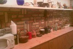 Bontott tégla rakásminták Home Decor, Kitchen, Decoration Home, Cooking, Room Decor, Kitchens, Cuisine, Cucina, Interior Decorating