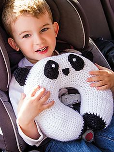 Crochet Toys Design Panda Travel Pillow Crochet Pattern - This Travel Neck U-shaped Pillow Free Crochet Pattern can help make a comfy pillow to sleep and relax on. The project is fun and easy to make. Crochet Gifts, Diy Crochet, Crochet Toys, Crochet Baby, Crochet Panda, Crochet Animals, Crochet For Kids, Crochet Cushions, Crochet Pillow