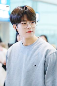 """𝙬𝙞𝙩𝙩𝙮 on Twitter: """"191207 ICN 출국 #빅톤 #수빈 #정수빈 #SUBIN #숩숩이 #VICTON @VICTON1109 더운나라 간다구 얇게 입었냐구ㅠㅠㅠㅠㅠㅠㅠ 춥다구ㅠㅠㅠㅠㅠㅠㅠㅠ… """" The Voice, Fandom, Cute Teenage Boys, Korean Music, Pop Group, Photo Cards, Music Artists, Alice, Youtube"""