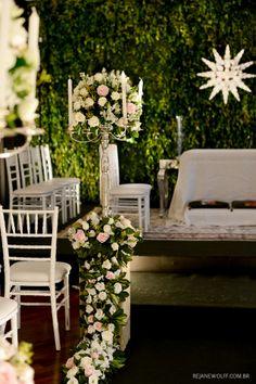 Decoração de casamento. Cerimônia clássica em branco e rosa e muita folhagem verde. Decor: André Bonesso / Foto: Rejane Wolff
