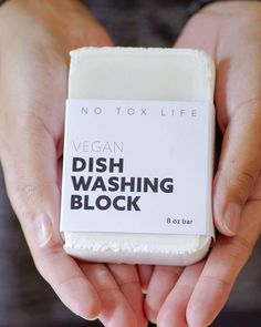 Zero Waste Store: Say bye to dish soap in plastic packaging, filled with synthetic ingredients, and fragrance. This huge, zero waste dish soap block is easy to use and effective. Deep Cleaning Tips, Natural Cleaning Products, Cleaning Hacks, Eco Products, Vegan Products, Natural Products, Zero Waste Store, Genius Ideas, No Waste
