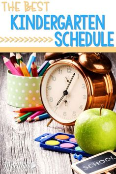 There is so much we must fit in our day. Here is the best kindergarten schedule to help you! Reading, writing, math, science/s.s., centers, and more! It's all possible with this kindergarten schedule. #kindergartenschedule