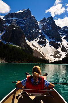 Mit dem Kanu treiben lassen...Auf dem Moraine Lake, Banff National Park, Alberta, Kanada (Foto von SK-Kunde T. Lutterbach) #Kanutour, #MoraineLake, #BanffNationaPark, #Alberta, #Kanada