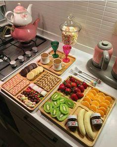 Pin by loli riri on recipes & cooking ideas in 2019 сервировка блюд, пр Breakfast Presentation, Food Presentation, Iftar, Breakfast Platter, Party Food Platters, Yummy Food, Tasty, Food Decoration, Arabic Food