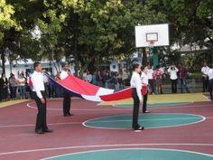UNAPEC rinde tributo a la Bandera Nacional