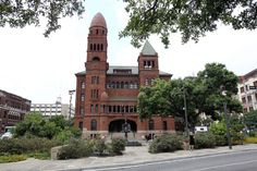 (TEXAS) With a $1,000 prize offered for the best design, 27 architects from across the United States competed at the turn of the century to design what would become one of San Antonio's most distinct structures, the Bexar County Courthouse.