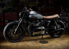 Without custom work, the Triumph Bonneville is a beautiful motorcycle that features clean lines and a humble design with understated styling. That is until Macco Motors has a go at it, effectively making a good bike better. Triumph Cafe Racer, Triumph Motorcycles, Vintage Motorcycles, Cafe Racers, Custom Motorcycles, Scrambler Custom, Concept Motorcycles, Triumph Bonneville T100, Triumph Scrambler