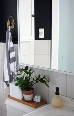 Most of the times that I clean and organize my bathroom it's a piecemeal effort, tidying up as I go along. That's not what this post is about. Here, we're looki