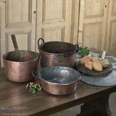 24 Green decor Interior Ideas For Ending Your Home Improvement - Interior Design Copper Pots, Copper Kitchen, Bread Board, Antique Copper, Cast Iron, Tea Pots, Home Improvement, Interior Decorating, House Decorations