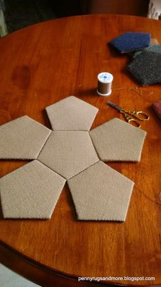 carterie, pergamano et tableaux - Page 3 Penny Rugs and More: Woolie Pentagons Sewing Box - One Dodecahedron Tutorial Cardboard Crafts, Fabric Crafts, Sewing Crafts, Sewing Projects, Paper Crafts, Fabric Covered Boxes, Fabric Boxes, Concrete Crafts, Penny Rugs
