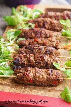 moje pasje: Szaszłyki bałkańskie cevapcici - kebabczeta Cevapcici Recipe, Grilling Recipes, Cooking Recipes, Kebabs On The Grill, Ground Meat Recipes, Good Food, Yummy Food, Roasted Meat, Best Appetizers
