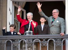 #Denmark's Queen Margrethe celebrates 73rd birthday - entire family comes out on the balcony!