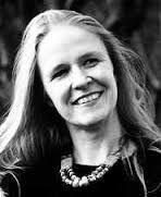 2. Cornelia Funke (56 jaar) is een Duitse kinder- en jeugdboekenschrijver. Ze studeerde onderwijskunde op de Universiteit van Hamburg. Dankzij het diploma dat Funke voor illustreren had, werd ze ook gevraagd om boeken te illustreren. Zo kreeg ze het idee om zelf boeken te schrijven. Ze heeft momenteel ongeveer 25 boeken geschreven, waaronder De dievenbende van Scipio en Hart van Inkt, die allebei een Zilveren Griffel hebben gewonnen.