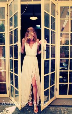 Vneck Lace Chiffon Wedding Dress Elegant Custom par harsuccthing, $299.00