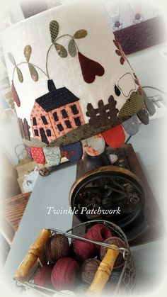 TWINKLE PATCHWORK Fabric Houses, Table Toppers, Lamp Shades, Quilting Projects, Twinkle Twinkle, Fun Projects, Wool Felt, Basket, Quilts