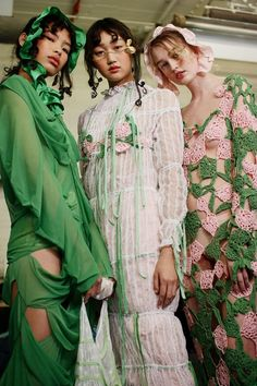 Youth and pop culture provocateurs since Fearless fashion, music, art, film, politics and ideas from today's bleeding edge. Haute Couture Style, Couture Mode, Couture Fashion, Runway Fashion, Spring Couture, Look Fashion, Fashion Art, Editorial Fashion, High Fashion