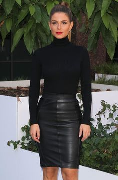 Celebrities In Leather: Maria Menounos wears a black leather skirt