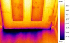 demostracion de que se pierde temperatura por filtraciones bajo la puerta