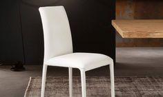 Sedia imbottita Vittoria Vittoria è una sedia imbottita con struttura in acciaio totalmente rivestita. Il suo aspetto total look, in tutte le innumerevoli finiture disponibili, la rendono così versatile da poterla abbinare a qualsiasi scelta del living e della cucina, che siano esse classiche, moderne, dal design contemporaneo o minimal.
