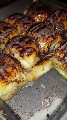 Hawaiian Dessert Recipes, Hawaiian Dishes, Recipes With Hawaiian Rolls, Kings Hawaiian Sweet Rolls Recipe, Köstliche Desserts, Delicious Desserts, Yummy Food, Breakfast Dishes, Breakfast Recipes