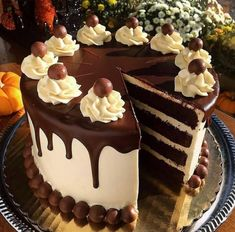 """A Devils' Food Cake is perfect to serve for Halloween from Shall we all dig in at once? ✔️Tag your photos with and Chocolate Butter Cake, Chocolate Cake Designs, Chocolate Desserts, Chocolate Lovers, Cake Decorating Designs, Creative Cake Decorating, Creative Cakes, Bolo Drip Cake, Drip Cakes"