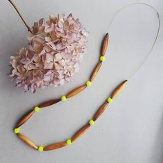 Eclectic necklace with wooden and glass beads Glass Beads, Neon, Band, Chain, Hair Styles, Handmade, Accessories, Beauty, Jewelry