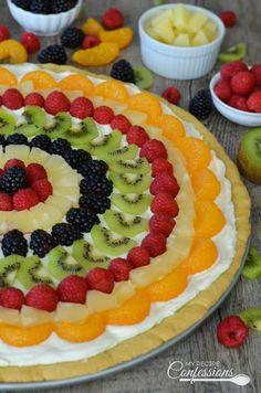 Easy Classic Fruit Pizza is an easy recipe that uses the best sugar cookie recipe for the crust. The cream cheese frosting tastes just like cheesecake. This gorgeous dessert is absolutely divine! Dessert Pizza, Fruit Pizza Cookie Recipe, Fruit Pizza Frosting, Chewy Sugar Cookie Recipe, Fruit Pizza Bar, Easy Fruit Pizza, Best Sugar Cookies, Cookie Recipes, Cookie Frosting