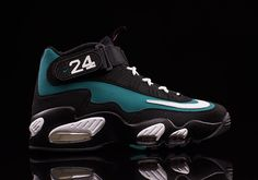 Ken Griffey Jr.'s First Nike Signature Shoe Returns Tomorrow - SneakerNews.com
