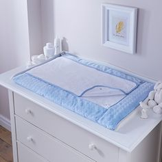 Baby Changing Mat In Blue Marshmallow Design. A favourite from Clair de Lune, the Marshmallow Baby Changing Mat in Blue is padded for super comfortand comes wit Changing Table Top, Changing Unit, Baby Changing Mat, Changing Pad, Portable Crib, Moses Basket, Terry Towel, Tatty Teddy, Crib Mattress