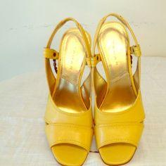 ❤️Tahari Slingback Sandal❤️ SH 34 Beautiful sunny yellow Newton style & leather.  Worn once Tahari Shoes