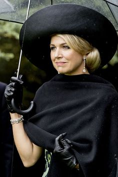 Queen Máxima in black Estilo Jackie Kennedy, Queen Of Netherlands, Dutch Queen, Dutch Royalty, My Fair Lady, Queen Maxima, Love Her Style, Royal Fashion, Role Models