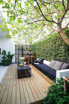 30 Perfect Small Backyard & Garden Design Ideas Check out these amazing small backyard and garden design ideas. The post 30 Perfect Small Backyard & Garden Design Ideas appeared first on Garten. Small Backyard Gardens, Small Backyard Landscaping, Backyard Garden Design, Small Garden Design, Landscaping Ideas, Small Courtyard Gardens, House Garden Design, Courtyard Ideas, Backyard Seating