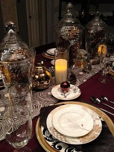 Brilliant 26 Impressive Christmas Tablescapes Centerpieces Ideas https://fancydecors.co/2017/10/23/26-impressive-christmas-tablescapes-centerpieces-ideas/ Decide if you prefer a single focal point like a tall centerpiece or if you'd like your tablescape to stretch the duration of your table. With the perfect blend of colours and bright ideas, it's possible to surely create these. You are certain to come away with tons of new suggestions for your own holiday tables.