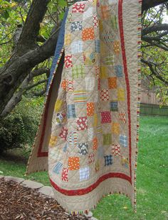 simple quilt.  love the that it's not a white background :)  cute fabrics and cute binding.