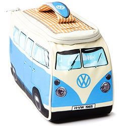 Eat out in style with the coolest lunch bag in town. Complete with its very own surf board handle, the VW Camper Van lunch bag is ideal for Camper Van fans big and small. This Volkswagen lunch tote is Transporteur Volkswagen, Volkswagen Transporter, Combi Hippie, Vans Vw, Combi T2, Campervan Gifts, Best Lunch Bags, Vw Camper, Porsche 356