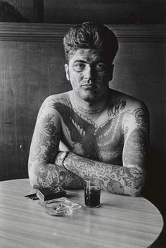 Diane Arbus Jack Dracula at a bar, New London, Conn. Silver gelatin print © Diane Arbus/The Estate of Diane Arbus LLC Diane Arbus, Richard Avedon, White Photography, Amazing Photography, Street Photography, Portrait Photography, Tattoo Photography, Icon Photography, Edward Weston