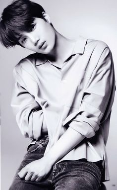 """[SCAN] KAI #EXO - """"MAQUIA"""" Jan 2018"""