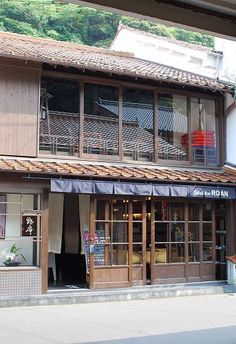 Home Decorating Magazines Free Japan Architecture, Historical Architecture, Cafe Design, Store Design, Japanese Style House, Retro Cafe, Japanese Interior, Shop Front Design, Cafe Interior