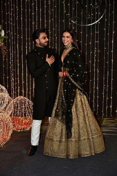 Find top 21 trending metallic bridal lehenga designs for this wedding season. Metallic bridal lehenga designs you cannot afford to miss, must check out once. Designer Bridal Lehenga, Indian Bridal Lehenga, Indian Bridal Outfits, Indian Designer Outfits, Indian Dresses, Gold Lehenga Bridal, Lehnga Dress, Lehenga Choli, Sabyasachi Lehenga Bridal